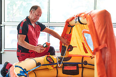 Aero-Dienst receives certification as an authorized service station for maintenance, repair and new sale of Winslow liferafts